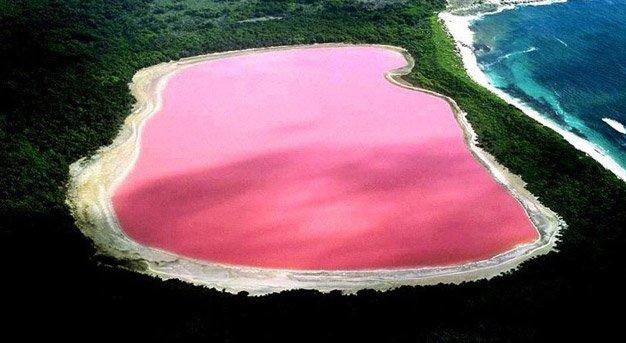 Sim, esse lago é real – não  tem photoshop e nem foi tingido