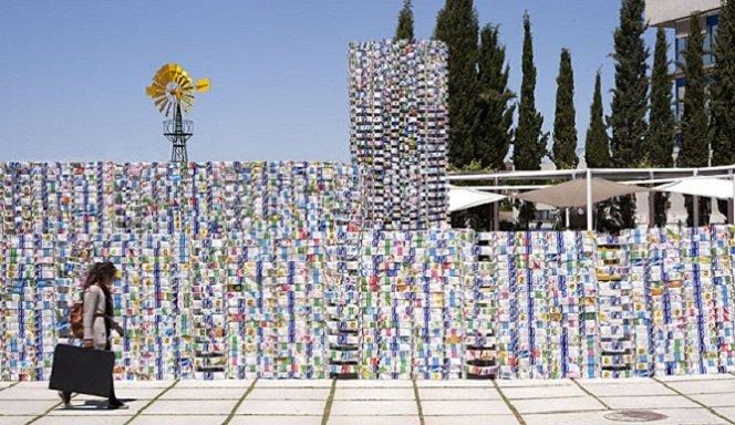 Maior estrutura reciclável do mundo é formada por 45 mil caixas de leite