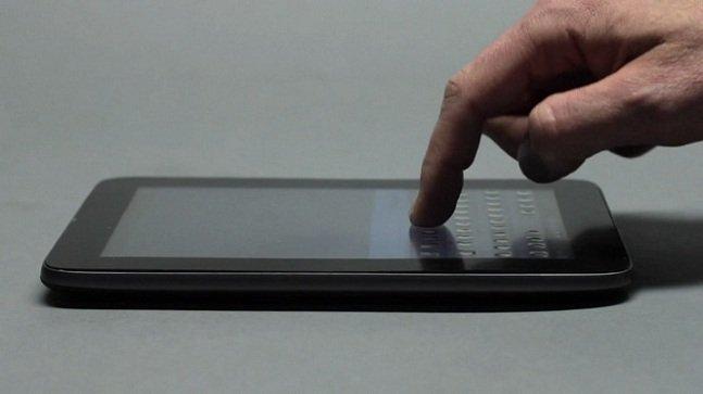 O futuro é uma tela touchscreen com botões reais que aparecem e desaparecem