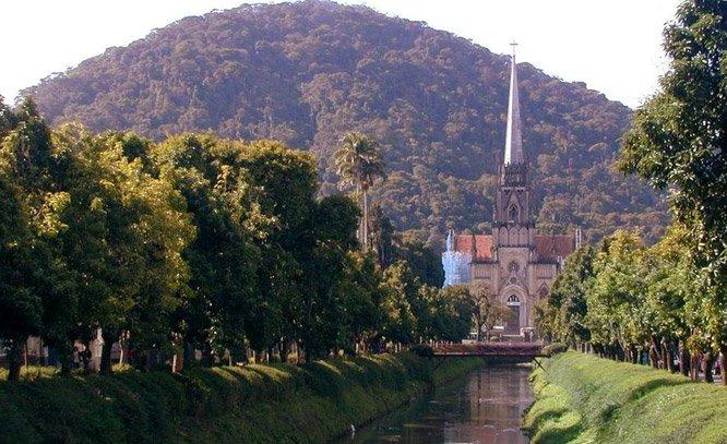 Prefeito de Petrópolis destina verba que seria do Carnaval para investir em saúde