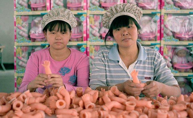 Fotógrafo registra quem está por trás dos produtos Made in China
