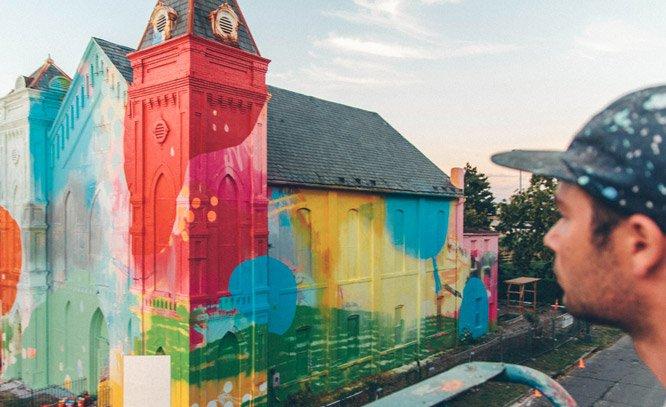 Artista transforma igreja histórica em obra de arte através do graffiti