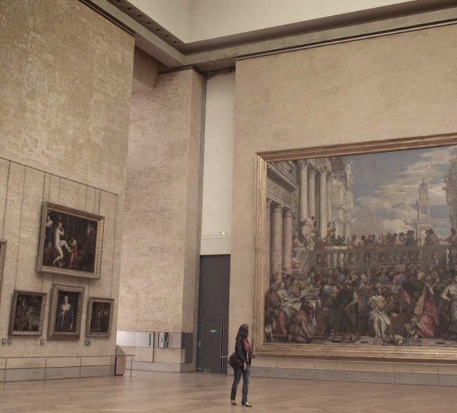 Como seria visitar o Louvre totalmente vazio