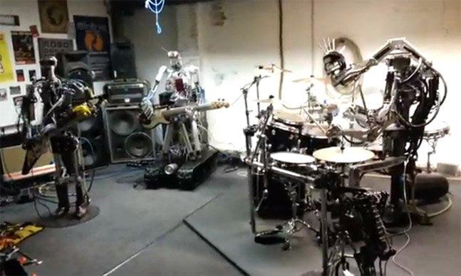 Conheça a banda de rock formada por robôs que tocam AC/DC e Motorhead