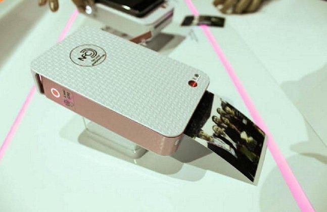 """Imprima suas fotos do celular na hora com uma """"impressora de bolso"""""""