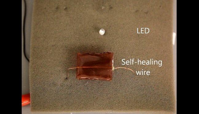 Metal líquido que se regenera pode estar em breve no seu celular ou computador