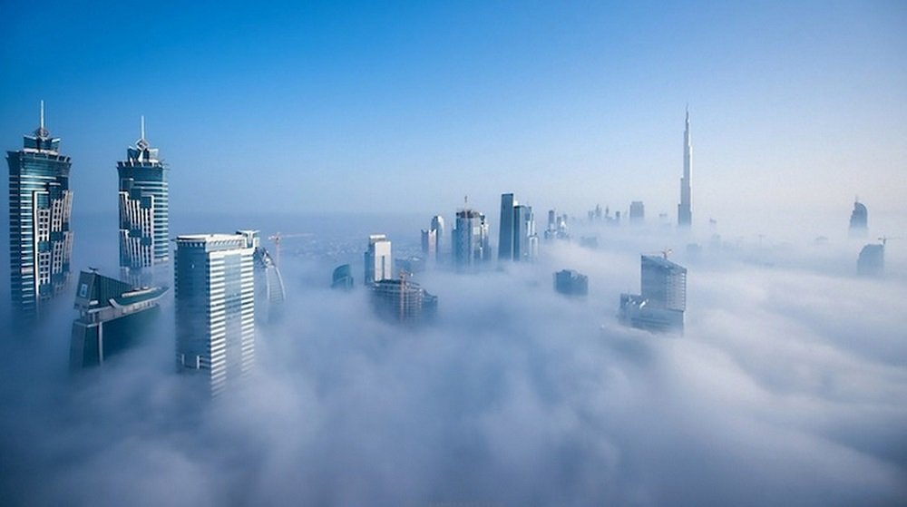 Veja fotos surreais de Dubai debaixo das nuvens tiradas do 85º andar
