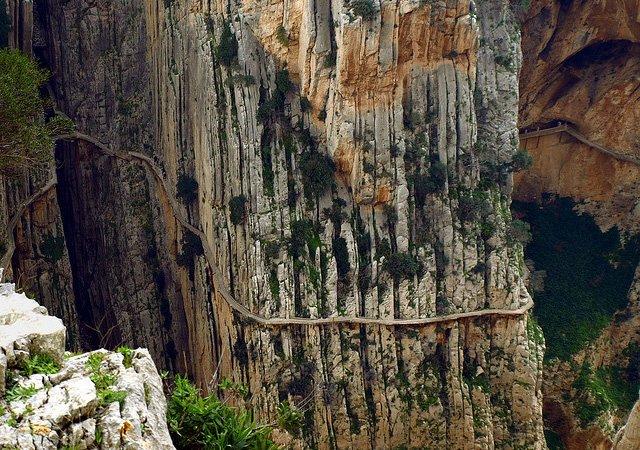 Se você se acha corajoso veja imagens da trilha mais perigosa do mundo