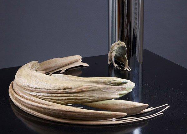 Conheça essas esculturas abstratas que ganham forma quando vistas no espelho