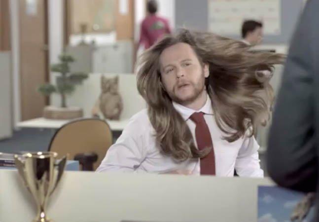 Com humor, comercial mostra que xampufeminino não foi feito para homens