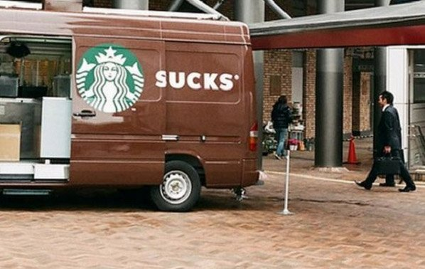 Seleção de imagens mostra exemplos de posicionamentos infelizes de anúncios
