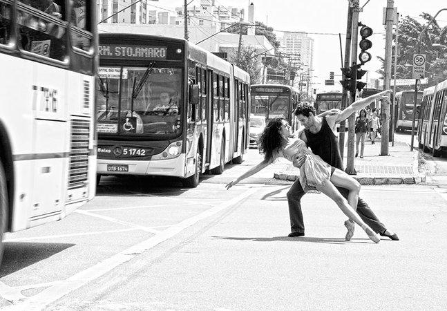 Fotógrafa capta a leveza do balé no meio do caos da cidade de SP