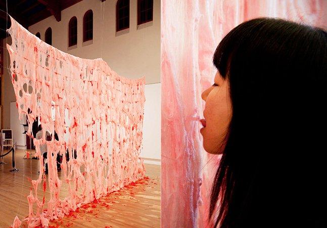 Conheça a instalação feita de algodão doce que pode ser comida pelos visitantes