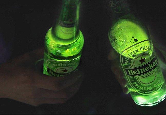 Heineken cria garrafa que interage com quem está bebendo