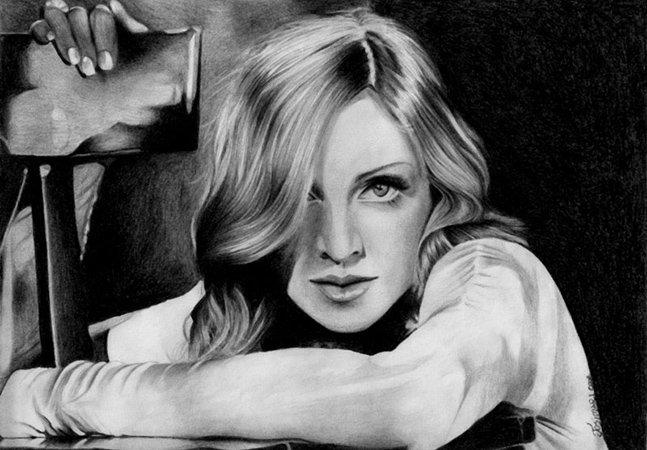 Ilustradora faz desenhos realistas a lápis de seus filmes e artistas preferidos