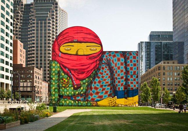 Mural imenso de Os Gêmeos domina um dos parques da cidade de Boston