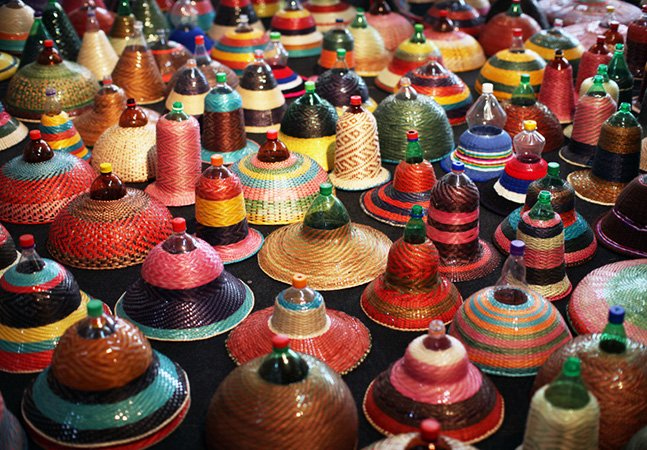 Garrafas de plástico são transformadas em fantásticas luminárias