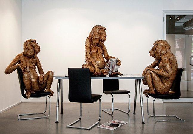 Fantásticas esculturas de animais feitas com papelão encontrado na rua