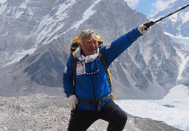 Com 80 anos, idoso bate recorde mundial ao escalar o Everest