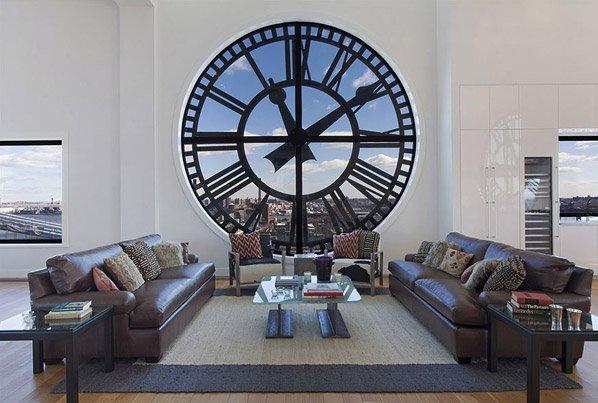 Torre de relógio antiga é transformada em uma cobertura com vista sensacional