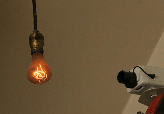 Entenda como essa lâmpada misteriosa está acesa há mais de 110 anos