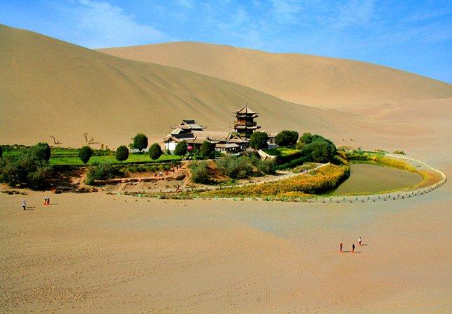 Conheça o fantástico oásis que fica no meio de um deserto chinês