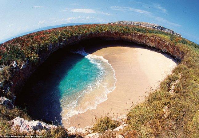 Conheça uma ilha paradisíaca que fica escondida em um 'buraco' no México
