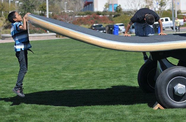 BiggestSkateboard4