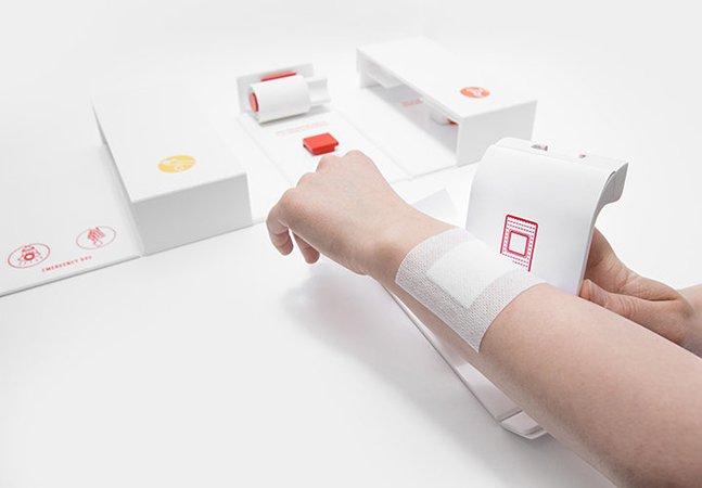 Kit de primeiros socorros feito para ser usado só com uma mão