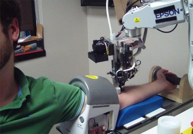 O robô que coleta sangue de forma mais rápida e precisa do que um humano