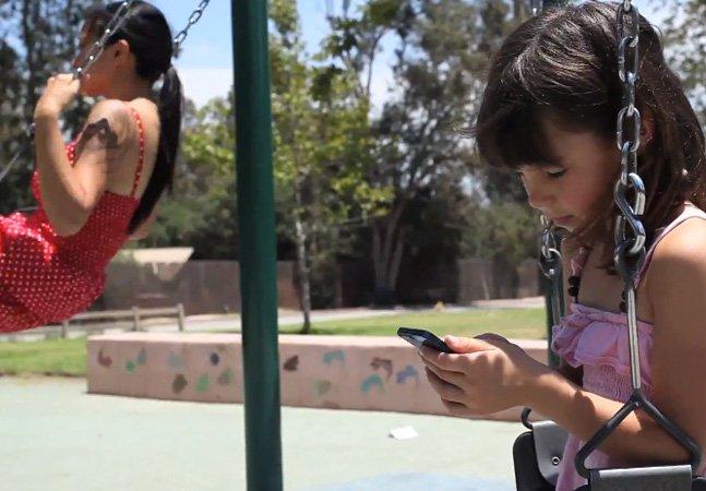 Vídeo mostra um dia na vida de quem esqueceu o smartphone