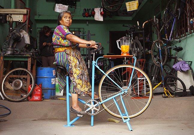 Bikes antigas são usadas pra mudar a vida de pessoas em comunidades