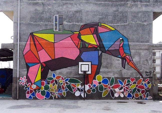 Artista dá cor a paredes no Nepal com street art em forma de origami