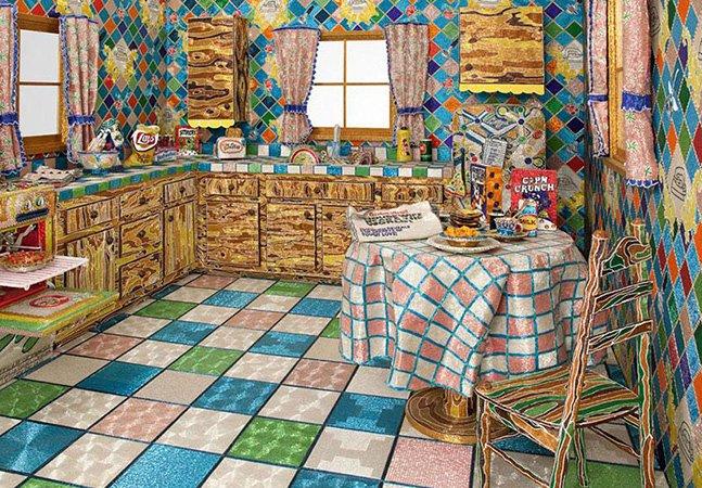 Artista passa 5 anos cobrindo sua cozinha com 30 milhões de miçangas