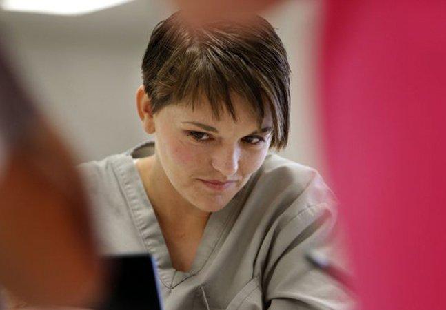 Presidiárias doam cabelo para mulheres com câncer