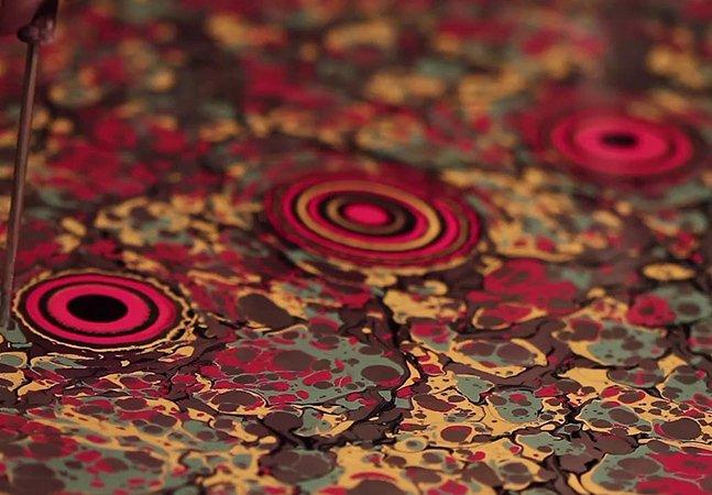 Técnica de pintura inovadora usa água como suporte para arte