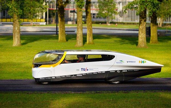 O primeiro carro para família movido exclusivamente a energia solar