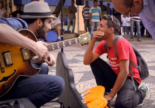 Marca distribuiu ingressos pro Rock in Rio pra quem ajudasse um cantor de rua