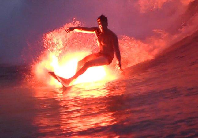 Surfista coloca lança-chamas na prancha e cria efeito impressionante