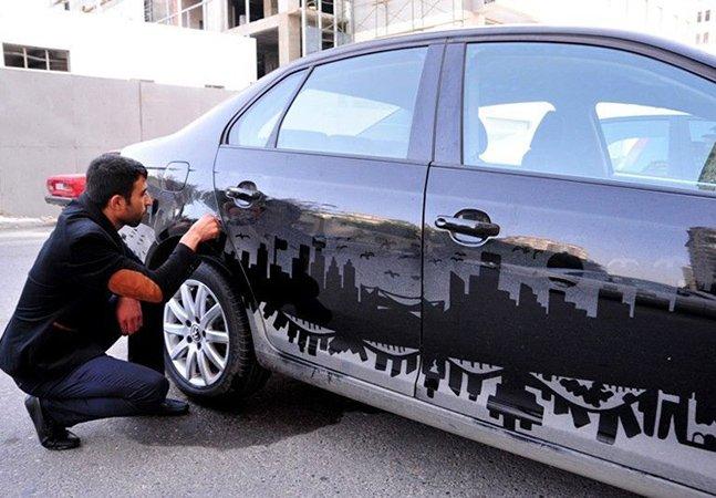 Homem usa poeira de carros para desenhar paisagens criativas