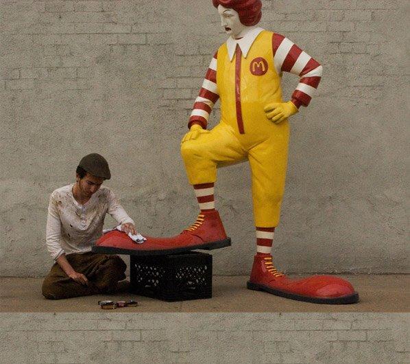 As novas obras de Banksy que exploram o lado obscuro da sociedade