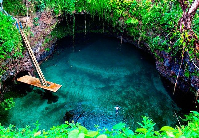 Veja imagens da incrível piscina natural que fica no meio do Pacífico