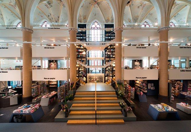 Arquitetos transformam antiga catedral em moderna biblioteca
