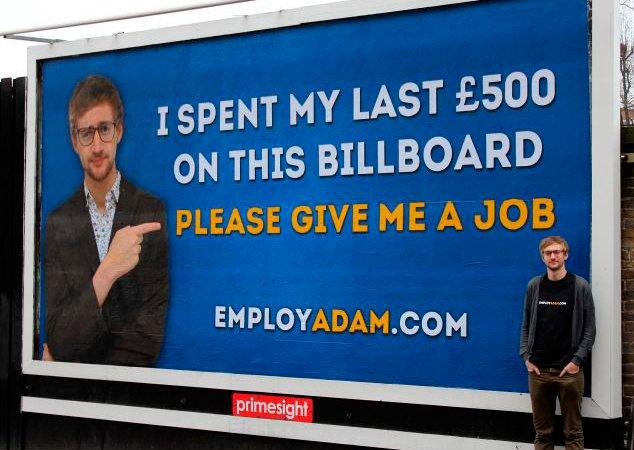 Jovem cria outdoor pedindo emprego e consegue 250 ofertas
