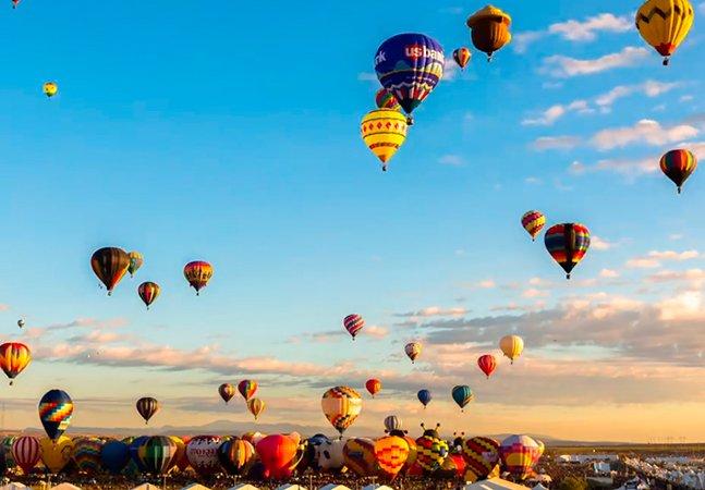 Vídeo em time-lapse mostra o efeito criado por centenas de balões no céu