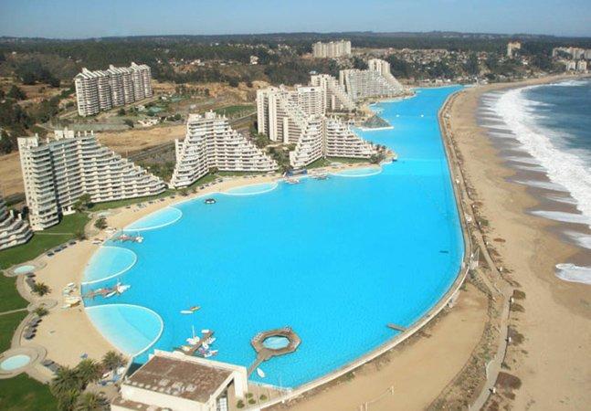 A maior e mais funda piscina do mundo tem o tamanho de 20 piscinas olímpicas