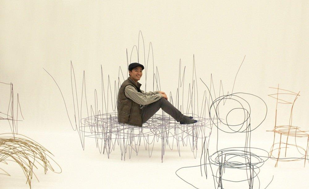 Designer japonês transforma rabiscos simples em móveis reais