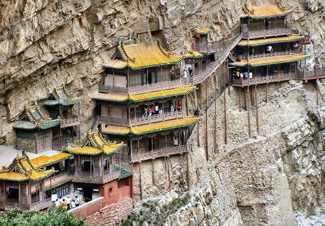 Conheça o templo chinês que fica pendurado numa encosta
