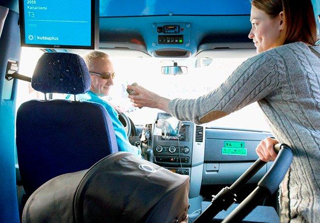 Finlândia testa novo tipo de transporte que mistura táxi e ônibus