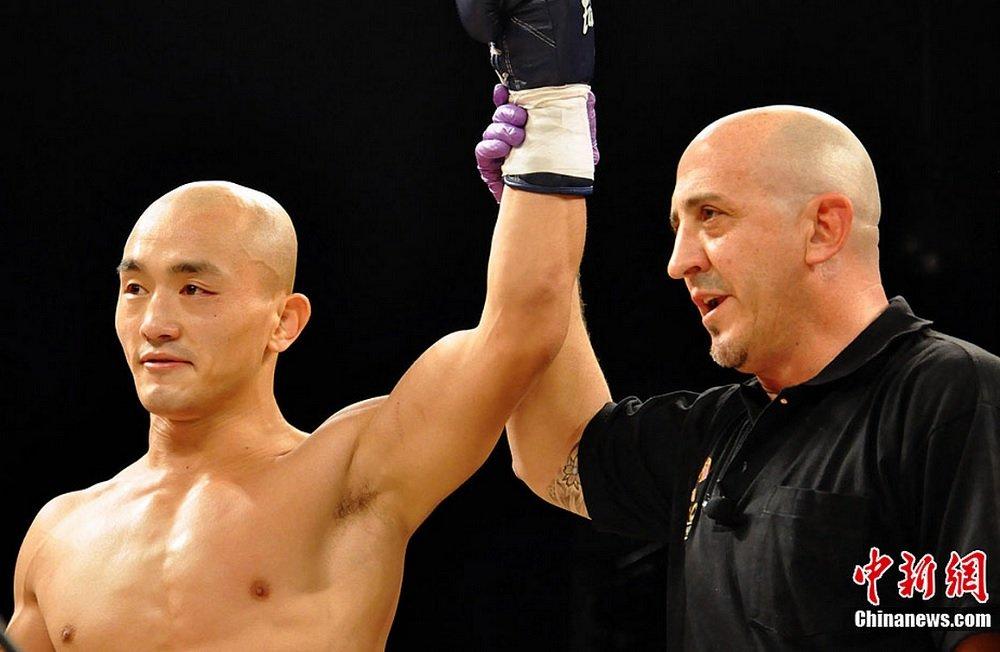 Yi Long leva arte marcial dos templos chineses para ringues de MMA